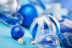 新年度在蓝色的装饰球 免版税库存图片