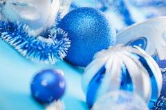 新年度在蓝色的装饰球 免版税库存照片