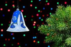 新年度在黑暗的装饰响铃 免版税图库摄影