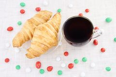 新年度 茶 新月形面包 糖果 奶油被装载的饼干 免版税库存图片