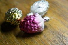 新年度` s玩具 一个新年` s玩具的照片装饰的一棵圣诞树一个假日 免版税图库摄影