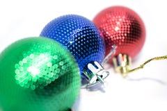 新年度` s玩具 一个新年` s玩具的照片装饰的一棵圣诞树一个假日 图库摄影