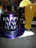 新年快乐帽子用啤酒 免版税图库摄影
