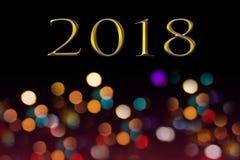 2018新年快乐的数字在被弄脏的抽象bokeh背景 免版税库存图片