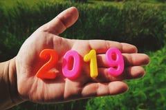 新年快乐2019年,磁性字母表信件&数字-塑料教育玩具 免版税图库摄影