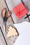 新年手工制造工艺,木背景 库存照片