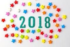 2018新年概念 小组在2 0 1 8 nu附近的五颜六色的星 免版税库存照片