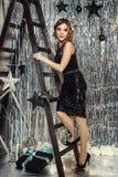 新年的风景的美丽的年轻女人 免版税库存照片
