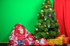 新年装饰的一个男孩,等待新年 库存照片