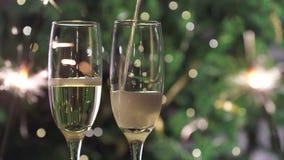 新年闪闪发光倾吐的香槟 股票视频