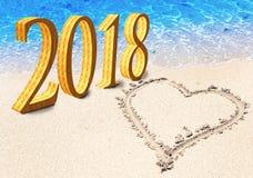 新年题字2018年和心脏在海滩的沙子被画 库存照片