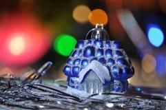 新年,圣诞节,圣诞树玩具,房子,圣诞灯,圣诞节诗歌选,假日,魔术,夜 免版税库存照片