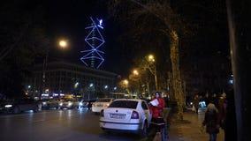 新年, 2018年1月1日:人们沿主要Rustaveli大道走在第比利斯,乔治亚 股票视频