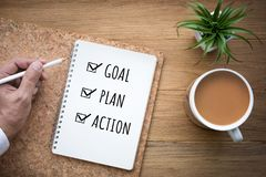 新年2018年目标,计划,在笔记薄的行动文本 成人企业生意人成熟刺激工作 免版税库存图片