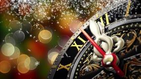 新年` s在午夜-有星雪花和假日光的老时钟 4K 股票录像