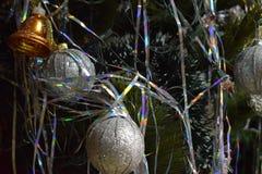 新年` s在圣诞树戏弄,提出新年,圣诞节 库存照片