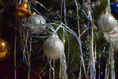 新年` s在圣诞树戏弄,提出新年,圣诞节 库存图片