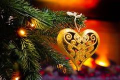 新年` s装饰 圣诞树和玩具对此,特写镜头 库存图片