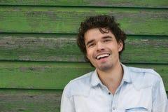 新微笑的人户外 免版税图库摄影