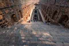 新德里,印度-大约2017年11月:Ugrasen ki Baoli台阶  图库摄影