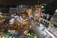新德里,印度- 2016年12月12日:繁忙的印地安街市 库存照片