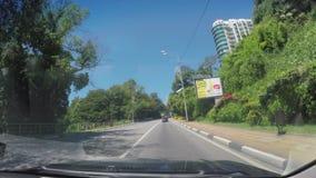 新房在有蓝色明亮的天空的索契在背景 好日子,新的archtecture,房子 股票视频