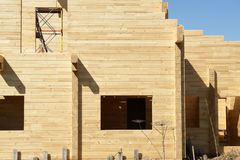 新房框架建筑的深深抽象构成和 免版税库存图片