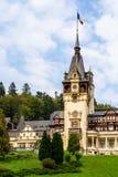 新新生Peles城堡在1873年修造的在喀尔巴阡山脉 库存图片