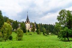 新新生Peles城堡在1873年修造的在喀尔巴阡山脉 图库摄影