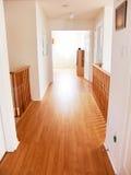 新明亮的走廊的房子 免版税库存照片