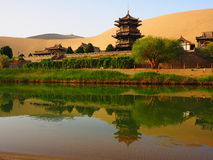 新月形月亮春天,敦煌,甘肃,中国 库存图片