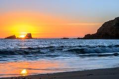 新月形海湾日落,拉古纳海滩 库存图片