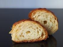 新月形面包一半 免版税库存图片