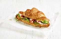 新月形面包三明治用火腿和黄瓜 库存照片