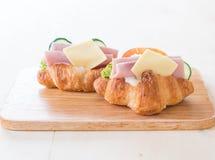 新月形面包三明治火腿乳酪 免版税库存图片