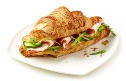 新月形面包用火腿和黄瓜 免版税库存图片