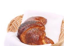 新月形面包的图象与鸦片的在篮子 库存图片