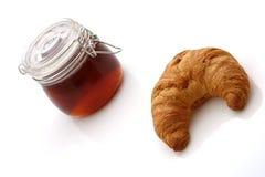 新月形面包蜂蜜 免版税库存照片