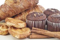 新月形面包,松饼,曲奇饼 库存照片