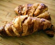 新月形面包 可口的新月形面包 新月形面包早餐 免版税库存图片