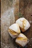 新有壳的小圆面包 免版税库存照片