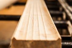新木粱,被堆积在建造场所 库存照片