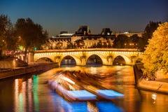 新桥和塞纳河微明的,巴黎,法国 免版税库存图片
