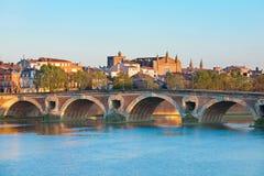 新桥在图卢兹在夏天 免版税库存照片