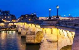 新桥在晚上,巴黎 库存照片