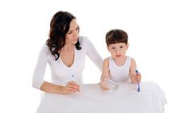 新母亲和男孩 免版税库存图片