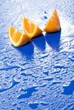 新水多的橙色片式 免版税库存照片