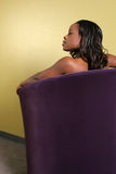 新沙发的妇女 免版税图库摄影