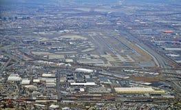 新泽西收费公路和纽华克自由国际机场的鸟瞰图 图库摄影