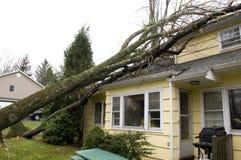 新泽西,美国, 2012年10月-住宅屋顶损伤导致b 免版税图库摄影